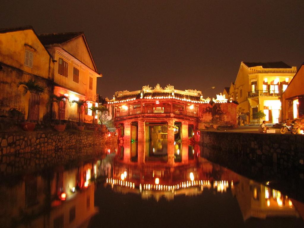 Phố cổ Hội An, Đà Nẵng là địa điểm du lịch Tết thu hút cả khách du lịch trong nước và ngoài nước
